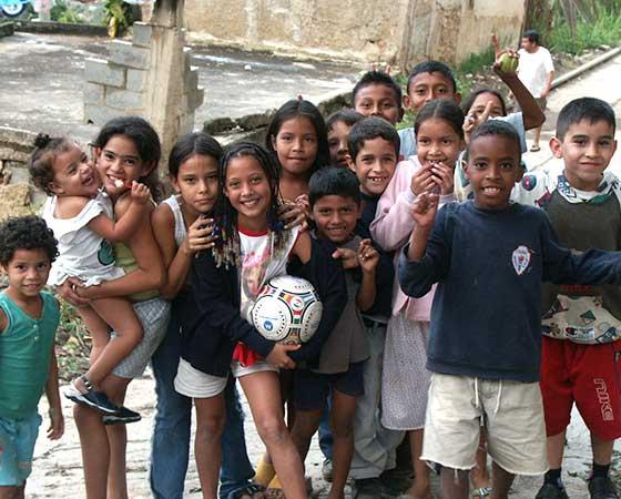Apprendimento alternativo nelle baraccopoli di Manila e Caracas