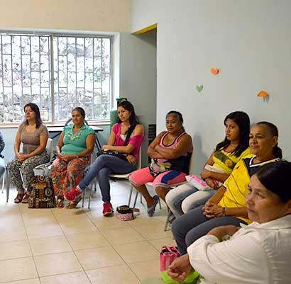 Le madri single combattono per l'autonomia e la dignità